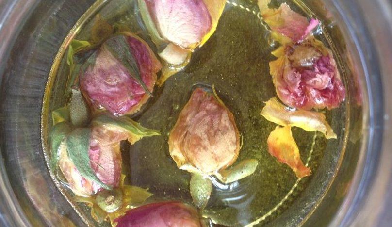 Pourquoi faire ses cosmétiques - macérat de roses